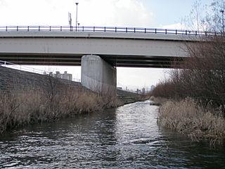 平和大橋左岸側を下流から望む
