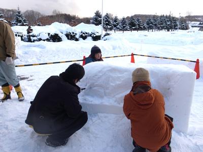 チェッポくん雪像製作中。。。