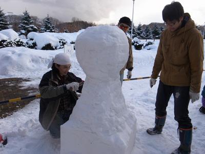 リンカちゃん雪像制作中。。。